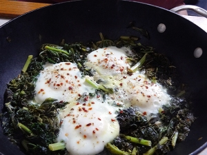 Spicy Egg Simmered with Kale